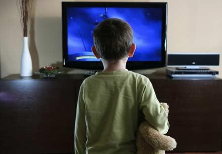 Ngồi cách xa tivi bao nhiêu là hợp lí?