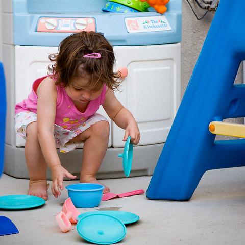 Dạy con tự dọn đồ chơi - bài học tự lập đầu tiên của mọi em bé