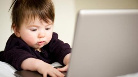 Áp dụng ngay cách này để hạn chế con xem các thiết bị điện tử