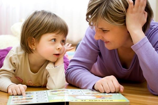 40 câu bố mẹ nên hỏi mỗi ngày để khơi gợi trí thông minh ở trẻ