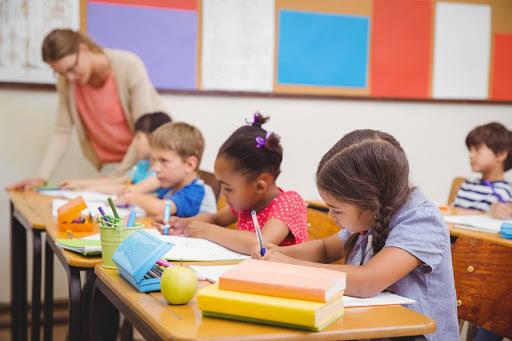 Khi con lên 4: Bố mẹ cần dạy con tiết kiệm và nên cho con biết về kinh tế của gia đình