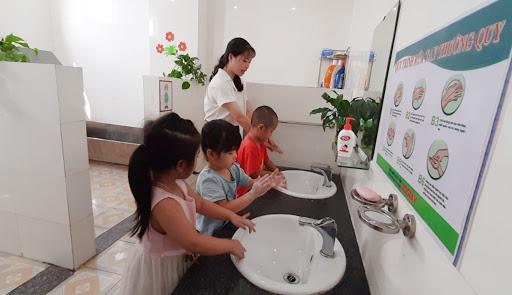 Cách chăm sóc trẻ mắc tay-chân-miệng tại nhà