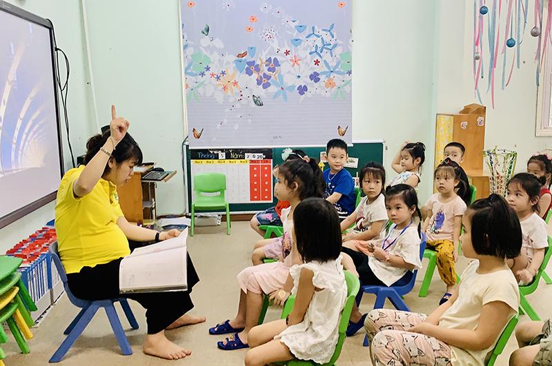Ban hành quy định việc quản lý trong cơ sở giáo dục mầm non và phổ thông công lập